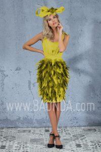 Vestido corto de plumas amarillo 2017 Isabel Campos 1702