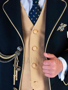 Traje almirante chaleco dorado 2019 Varones 2073 detalle 2 en Madrid