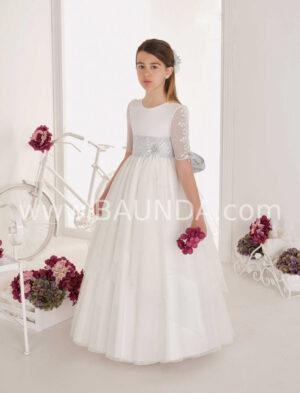 Elige un modelo precioso y disinto, como este ideal vestido de comunión romántico en azul de la colección 2020 de Elisabeth.