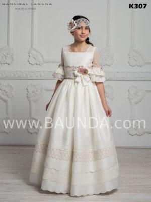 Original vestido de comunión España 2020 de Hannibal Laguna realizado en seda natural rústica de alta calidad con manga francesa tipo farolillo
