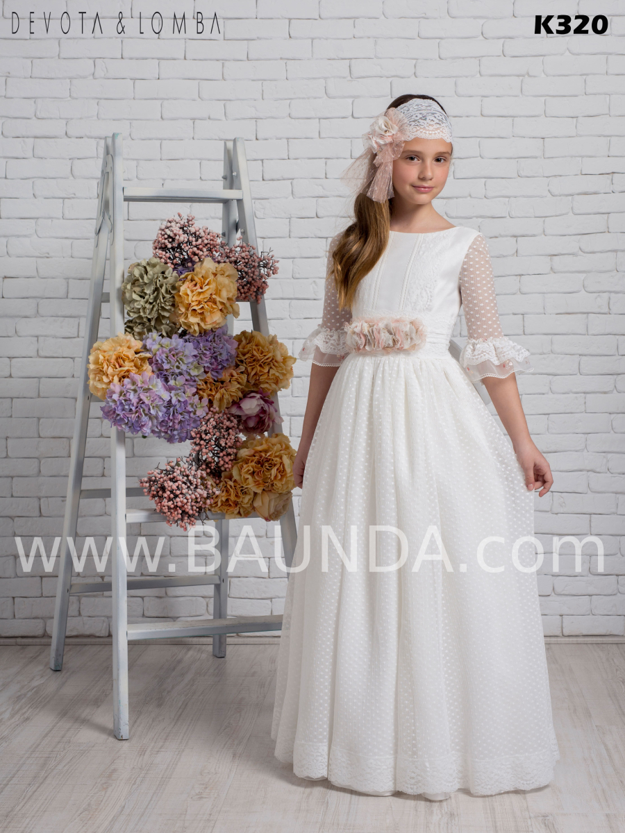 vestido de comunión colección 2020 Devota Lomba modelo k320 moderno y espectacular realizado en tul plumeti.