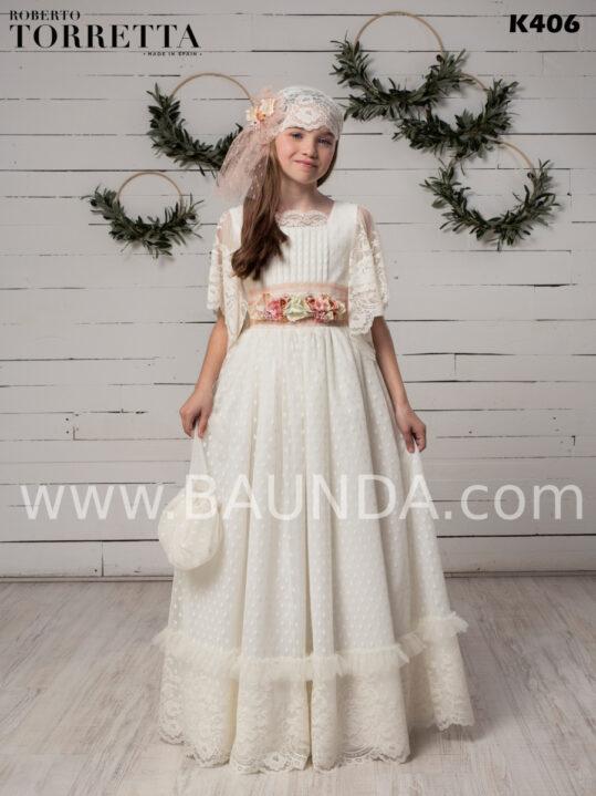 Vestido de comunión Roberto Torretta 2020 estilo vintage confecionado en seda plumeti y fino encaje de alta calidad.