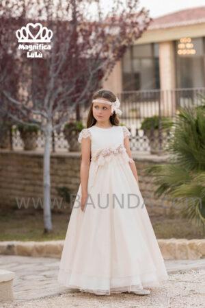 Elegante y sencillo el vestido de comunión de la colección 2020 de Magnífica Lulú en organza de calidad.