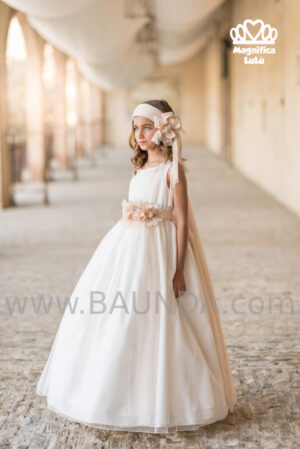 Vestido de comunión de colección 2020 de Magnífica Lulú elegante y fino trabajado en tul.