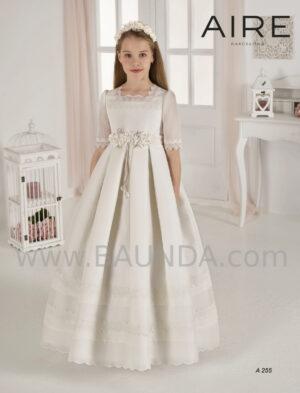 Precioso vestido de comunión de la firm española Aire Barcelona colección 2020 modelo 255 en tejido rústico.