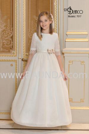Vestido de comunión colección 2020 trabajado en encaje y precioso tejido rústico.