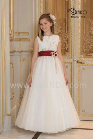 Impresionante y diferente vestido de comunión de la colección 2020 con original fajín en rojo burdeos