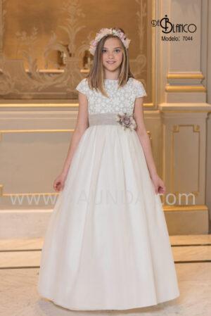 Precioso vestido de comunión de colección 2020 con encaje de margaritas y tul.