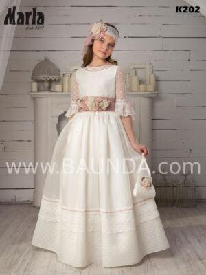 Precioso vestido de la colección de Marla 2020 trabajado en plumeti y tejido rústico.