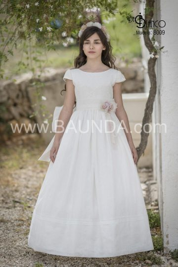 8009_vestido_comunion_organza_liso_blanco_marfil_flor_barco_jareta_clasico