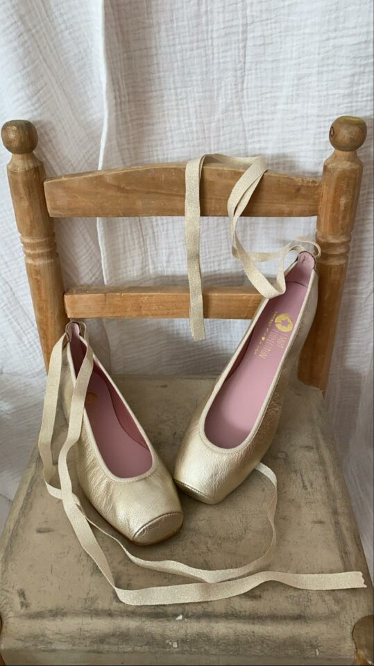 zapatos_bailarinas_comunion_dorada_2021